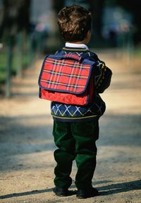 Child_with_school_bag_16jaebd-16jaecf
